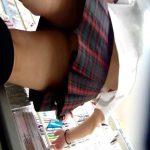 ミニスカ制服JKのエロく食い込んだパンツ逆さ撮り!最高のオカズなりました!!!!