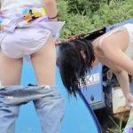 水着から服に着替える可愛い女子達をこっそり覗き見♪ ズボン履くときに、 パンツ丸出ししてますw 可愛いお尻がエロくてニンマリしますね!